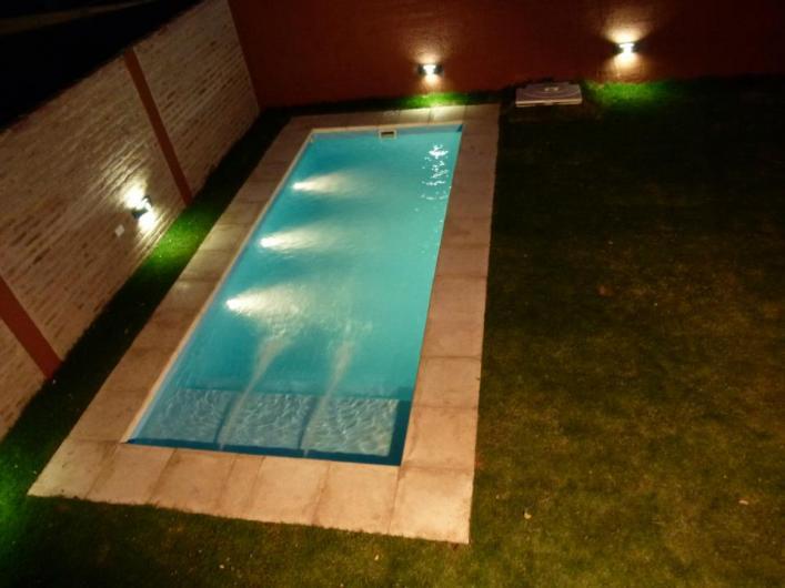 Piscinas oasis cordoba piletas en fibra de vidrio en for Costo piscina fibra de vidrio