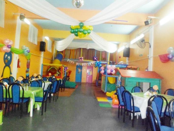 Burbujas alquiler salon de fiestas para cumplea os for Casitas infantiles jardin carrefour