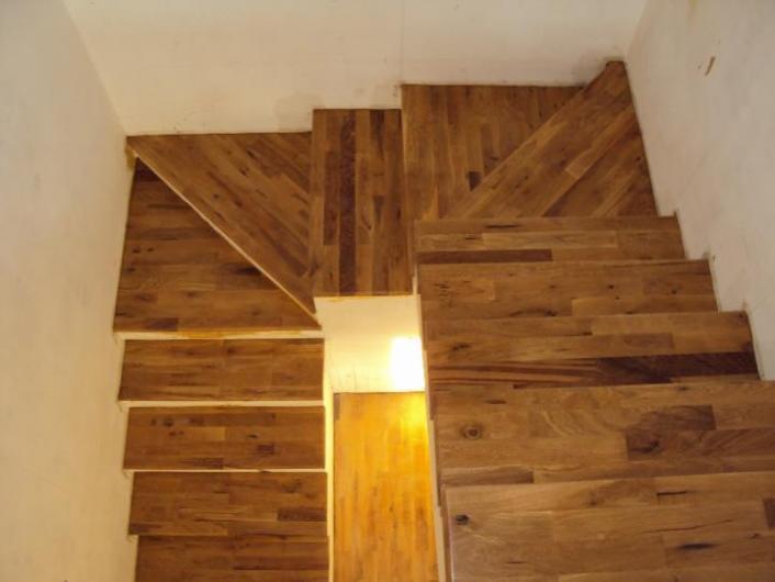 Piane pisos eternos revestimiento en madera para pisos for Escalera de cemento con descanso